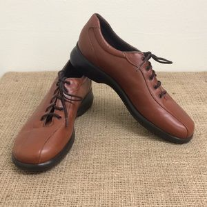 Munro Brown Leather Tie Up Shoes Size 7N